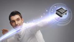 Bild eines Signalübertragers; und ein Mann im Hintergrund.