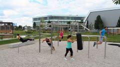 Dieses Bild zeigt Mitarbeiter, die im CODICO Central Park Sport machen.