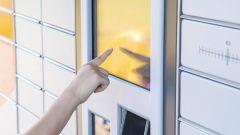 Dieses Bild zeigt einen Selbstbedienungs-Automat in einer Postfiliale.