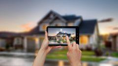 Dieses Bild zeigt die Smart Home Steuerung über ein Tablet.