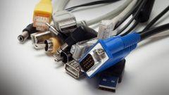Verschiedene PCI Anschlüsse auf weißem Hintergrund.