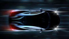 Dieses Bild zeigt ein fahrendes Auto von oben bei Nacht.