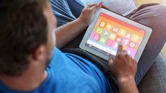 Dieses Bild zeigt die Haussteuerung mit einem Tablet.