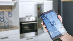 Dieses Bild zeigt die Konnektivität zwischen verschiedenen Geräten in einem Smart Home.