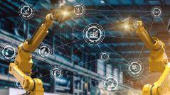 Dieses Bild zeigt einen automatisierten Roboterarm in einer intelligenten Fabrik.